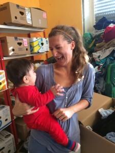 Patrizia, auch ein neues Helferlein, hatte Spaß mit einem Flüchtlingskind