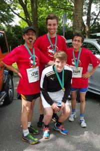 Unsere erfolgreichen Halbmarathonläufer Ahmad, Samuel, Linus und Hahmed
